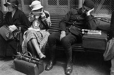 Attente à la gare, Paris René-Jacques (dit), Giton René (1908-2003)