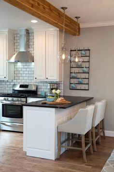 Pendant Lighting Over Kitchen Peninsula - Neutral Interior Paint Colors Check more at http://livelylighting.com/pendant-lighting-over-kitchen-peninsula/