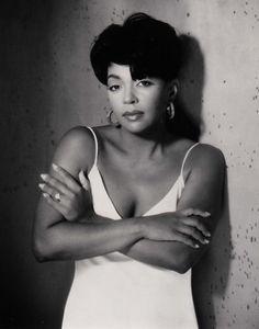 Anita Baker, R / soul jazz singer-songwriter. My Black Is Beautiful, Beautiful People, Beautiful Women, Soul Singers, Female Singers, Music Icon, Soul Music, Indie Music, Music Music