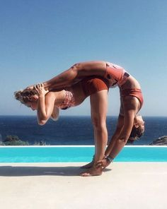 Strike it up with your Yoga Poses partner yoga warm up Couples Yoga Poses, Acro Yoga Poses, Yoga Poses For Two, Partner Yoga Poses, Yoga Moves, Yoga Exercises, Two Person Yoga Poses, Yoga Workouts, Yoga Warm Up