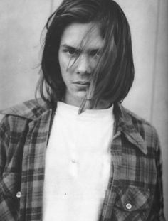 River Phoenix died from drug induced heart failure in 1993. Could you believe his younger brother is Joaquin Phoenix?!