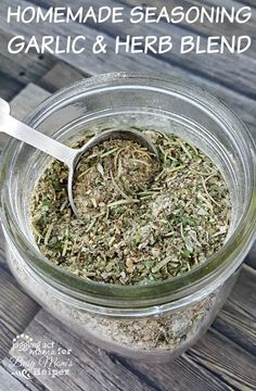 Make your own DIY Italian Garlic & Herb Seasoning Blend for a fraction of the cost of a store-bought blend. Perfect for your pantry and also a lovely gift. Homemade Dry Mixes, Homemade Italian Seasoning, Homemade Spices, Homemade Seasonings, Garlic Herb Seasoning Recipe, Seasoning Mixes, Burger Seasoning, Fajita Seasoning, Chicken Seasoning