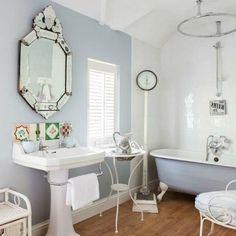 salle de bain en bleu pâle