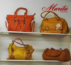 Aqui na Casa Marilu Calçados você encontra uma grande variedade de bolsas, bolsas de mão, carteiras, cintos e clutches, para compor seu visual com beleza, requinte e sofisticação!