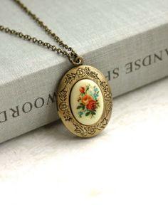 Vintage inspired locket from Marolsha.