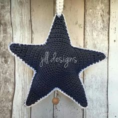 Gehaakte ster met muziekdoosje, gratis patroon draadenpraat Learn To Crochet, Diy Crochet, Crochet Bikini, Star Cards, Mountain Designs, Crochet Stars, New Years Decorations, Christmas Makes, Star Ornament