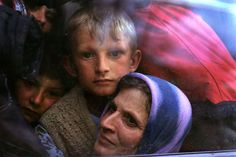 Kosovar-Albanian refugees. Macedonia, 1999.  [Credit : Peter Turnley]