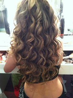 Love the color. Not to mention, the curlsssss!
