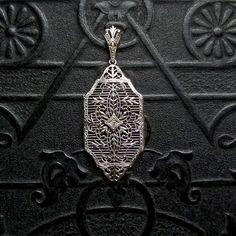 Art Deco White Gold Filigree Necklace Pendant with Diamond