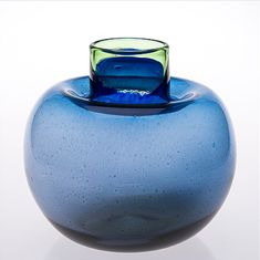 KAJ FRANCK - Glass vase for Nuutajärvi Notsjö, late 1960's, Finland. [h. 22 cm] Glass Design, Design Art, Going Solo, Finland, Modern Contemporary, Royal Blue, Scandinavian, Glass Art, Bottles