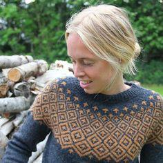 Ravelry: Søster Fie pattern by Hanne Larsen Strik Fair Isle Knitting, Hand Knitting, Norwegian Knitting, Style Feminin, Icelandic Sweaters, Hand Knitted Sweaters, Thick Sweaters, Fair Isle Pattern, Pulls