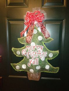 Painted Burlap Door Hanger Christmas tree   Jenn....Found a Christmas decoration for your Oklahoma Home I will make you guys!  LOL
