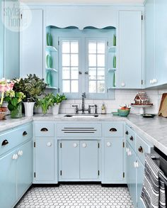 There's no denying interior designer Michael Penney of Penney & Company is a fan of blue…his family's home in Oshawa, Ontario is brimming with watery hues! Kitchen Tiles, Kitchen Paint, Kitchen Colors, Kitchen Flooring, Kitchen Decor, Kitchen Cabinets, Blue Cabinets, Beautiful Kitchens, Cool Kitchens