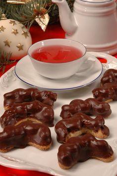 Vánoční pečení s Ivetou Fabešovou: Pařížské rohlíčky! Christmas Sweets, Christmas Candy, Christmas Baking, Christmas Cookies, Czech Recipes, Russian Recipes, Meringue Cookies, Macaroons, Waffles