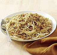 Spaghetti with Fresh Breadcrumbs, Garlic, and Extra-Virgin Olive Oil from @Fine Cooking #recipe #oliveoil #pasta