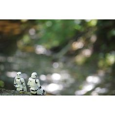 【umzwisalone】さんのInstagramをピンしています。 《玉ボケ?が作れた Break of  patrol 🌲 #stormtrooper #starwars #firstorder #toy #toystagram #toyphotography #figure #forest  #river #patrol #rest #スターウォーズ #ストームトルーパー #ファーストオーダーストームトルーパー #森#川 #玉ボケ ?#パトロール#休憩》
