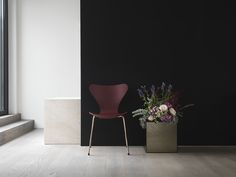 Fritz Hansen's Choice 2017 - Series 7™ Merlot - in a deep, dark and enchanting colour.