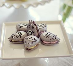 Totoro Macaroons. Can the world get sweeter?      Totoro Desserts    O________O