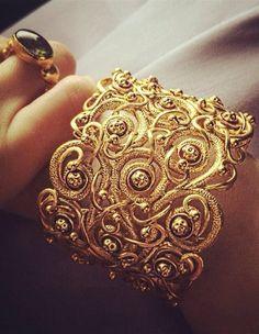Coco Rocha And her Azva yellow gold vine cuff Indian Jewelry, Pearl Jewelry, Wedding Jewelry, Gold Jewelry, Jewelry Accessories, Jewellery, Indian Bangles, Antique Jewelry, Gold Bangles