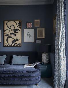 Living Room Navy Blue Curtains Dark Walls Ideas Source by Curtains Navy Blue Curtains, Dark Curtains, Dark Blue Living Room, Dark Blue Walls, Living Room Designs, Living Spaces, Snug Room, Home Design, Design Ideas