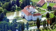 Schloss Hünnefeld - man kann dort auch übernachten & es gibt ein Cafe :)