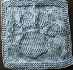Paw Print free knitting pattern make bigger for doggy blanket Knitting Squares, Dishcloth Knitting Patterns, Crochet Dishcloths, Loom Knitting, Knitting Stitches, Free Knitting, Baby Knitting, Crochet Patterns, Crochet Afghans