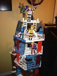 Major Matt Mason crew on their Space Station. These toys from the late Major Matt (white), Sgt. Storm (orange) Doug Davis (yellow) and Jeff Long (blue) and alien Callisto. Vintage Toys 1960s, 1960s Toys, Retro Toys, Gi Joe, Childhood Toys, Childhood Memories, Batman Poster, Space Toys, Designer Toys