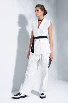 Brunello Cucinelli Spring 2016 Ready-to-Wear Collection Photos - Vogue Spring Summer Fashion, Spring Outfits, Spring 2016, Summer 2016, Fashion Show, Fashion Looks, Fashion Outfits, Fashion Women, Women's Fashion