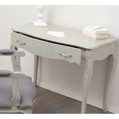 Szare biurko w stylu prowansalskim, o finezyjnych nóżkach oraz szerokiej szufladzie.  Więcej na :www.lawendowykredens.pl