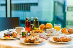 ¿¿No te apetece un buen desayuno con vistas al rio valira a su paso por el Hotel Metropolis??