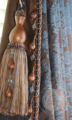 Custom Drapery Designs it's all in the trims Drapery Designs, Pelmets, Custom Window Treatments, Passementerie, Diy Home Decor On A Budget, Textiles, Tuscan Style, Diy Interior, Diy Home Improvement