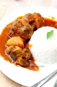 Best Chicken Curry Recipe 加哩鸡 Spice yourself insane with this awesome chicken curry. My mom, whom makes the best chicken curry in town, gave me her thumbs up. Even she's a convert now. Veg Recipes, Spicy Recipes, Indian Food Recipes, Asian Recipes, Chicken Recipes, Cooking Recipes, Recipies, Oriental Recipes, Atkins Recipes