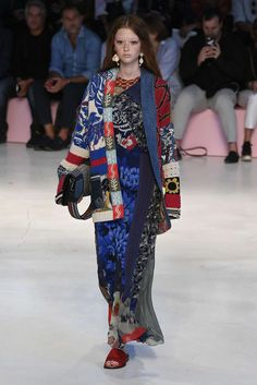 Women S Fashion Over The Decades Code: 2539542707 Big Fashion, Ethnic Fashion, Fashion Over, Runway Fashion, Fashion Show, Womens Fashion, Fashion Design, Fashion Trends, Style Ethnique