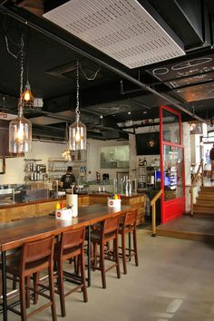 LEMAYMICHAUD | CHIC SHACK | Québec | Architecture | Design | Restaurant | Eatery | Hospitality | Burger Joint | Ambiance | Kitchen | Lighting | Counter |