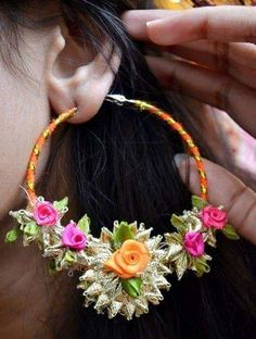 Floral jewellery had its moment under the sun, but Gota Jewellery is what is heating up the Mehendi scene nowadays. Flower Jewellery For Mehndi, Diy Fabric Jewellery, Flower Jewelry, Gota Patti Jewellery, Silk Thread Bangles, Models, Bridal Gifts, Mehendi, Designer Earrings