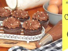This easy chocolate cupcake recipe is truly the best. With a step by step guide to help you along & a chocolate buttercream icing recipe. it's yummy good! Easy Chocolate Cupcake Recipe, Chocolate Buttercream Icing, Chocolate Cupcakes, Cupcake Recipes, Baking Recipes, Milktart Recipe, Malva Pudding, Milk Tart, Icing Recipe