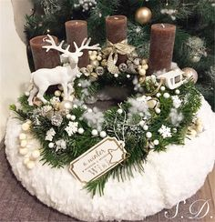 70 DIY christmas table wreath for a Merry and Bright Holiday Dinner – Advent Wreath İdeas. Christmas Advent Wreath, Xmas Wreaths, Christmas Candles, Rustic Christmas, Christmas Sweaters, Christmas Crafts, Christmas Holiday, Christmas Table Centerpieces, Table Decorations