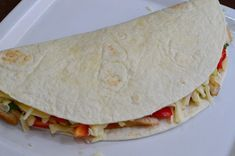 Quesadilla cu pui - CAIETUL CU RETETE Quesadilla, Fajitas, Enchiladas, Tacos, Ethnic Recipes, Food, Quesadillas, Essen, Meals