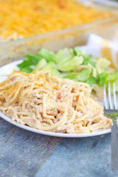 Huhn Spaghetti, Baked Chicken Spaghetti, Baked Cream Cheese Spaghetti, Chicken Spaghetti Casserole, Low Carb Chicken Parmesan, Spaghetti Bake, Easy Chicken Recipes, Pasta Recipes, Dinner Recipes