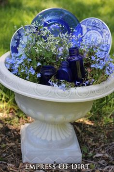 14 Creative ways to turn kitchen items into unique garden art! 14 Creative ways to turn kitchen items into unique garden art! Garden Whimsy, Garden Junk, Garden Planters, Planters Flowers, Recycled Planters, Garden Items, Herb Garden, Garden Tools, Rocks Garden