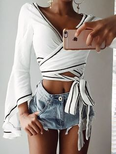 GZDL Mode Femmes Flare Manches Wrap Cravate Blusas Femininas Casual blanc V Cou Solide Parti Blouse Clubwear Crop Top Chemises Look Fashion, Fashion Outfits, Fashion Tips, Fashion Trends, Womens Fashion, Fashion Ideas, Fashion Inspiration, Feminine Fashion, Fashion Black