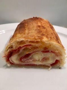 Rollo de hojaldre relleno Easy Salad Recipes, Snack Recipes, Cooking Recipes, Healthy Recipes, Snacks, Salada Light, Bien Tasty, Quiches, Cuban Recipes