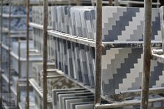 Branco Cinza Preto. #LadrilhosBarbacena  #tileaddiction #ihavethisthingwithfloors #tilecrush #arquitetura #arquitecture #tileart #cementtiles #handmadecementtiles #ihavethisthingwithtiles #carreauxdeciment #ladrilhohidraulico by ladrilhosbarbacena