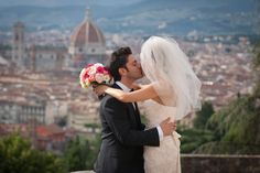 A Romantic kiss in Florence