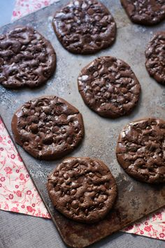 "Anything called ""flourless chocolate"" always hooks me from the get go. I love a rich and dense flourless chocolate cake, or tart or cupcakes and these cookies are no exception. They see…"