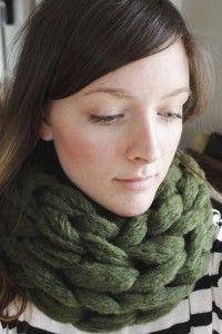DIY 15 Minute Arm Knit Infinty Scarf. www.SimplyMaggie.com