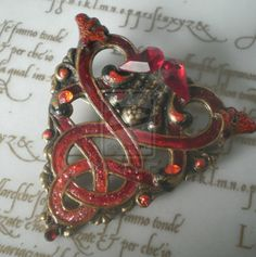Belisma celtic brooch - Celtic designs had a strong influence on both art deco and art nouveau Celtic Heart, Celtic Knot, Celtic Nations, Celtic Goddess, Celtic Culture, Irish Celtic, Celtic Symbols, Art Nouveau Jewelry, Celtic Designs