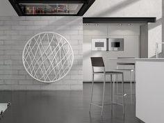 mur en brique blanche et adiateur électrique moderne MEDUSA par IRSAP