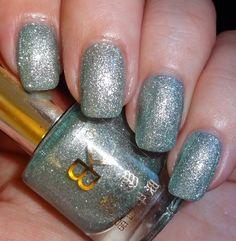 Born Pretty Store Glitter Shimmer Crystal Sand Nail Polish #wendysdelights #silver glitter mani - bellashoot.com