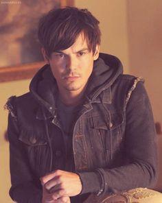 Tyler Blackburn - Love the new short hair for #PLL ;)